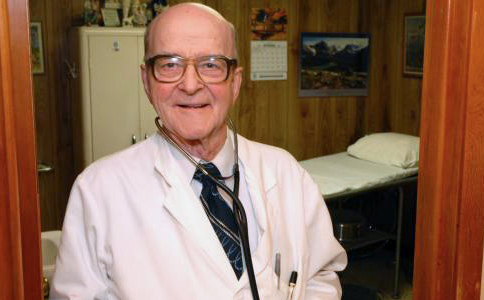 This 87-year-old doctor charges just $5 per visit